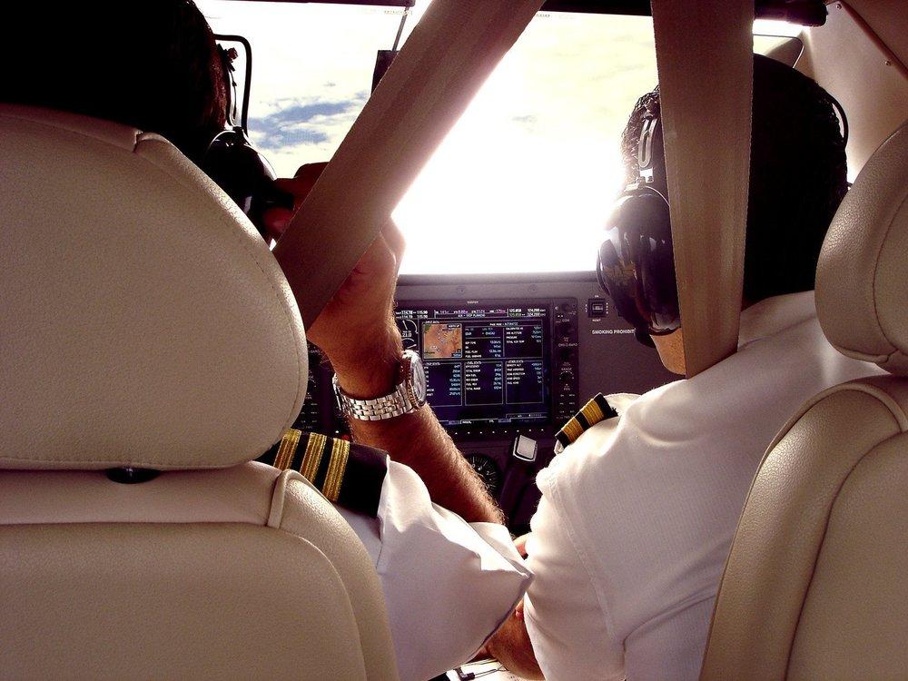 Pilotyrket og forskjellige kontrakter